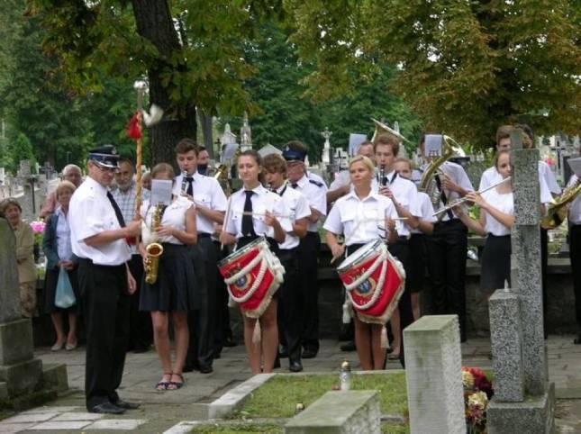 Foto z zydem na cmentarzu w Lowiczu, 01.08.2014r.