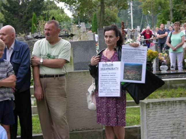 Obrońca T.Wojda na cmentarzu w Łowiczu, 01.08.2014r.