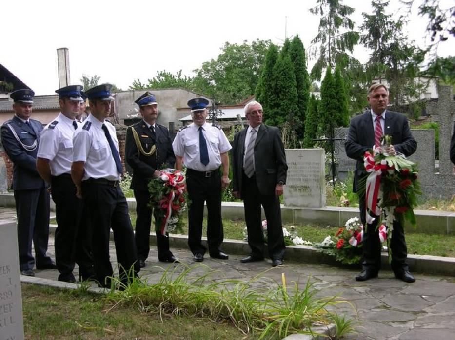 Policjanci na cmentarzu w Łowiczu, 01.08.2014r.